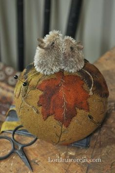 The Spotted Hare: It's WIld Hare Wednesday -- Lori Ann Corelis Felt Crafts, Fabric Crafts, Sewing Crafts, Sewing Projects, Mouse Crafts, Sewing Kits, Sewing Tools, Art Projects, Wooly Bully