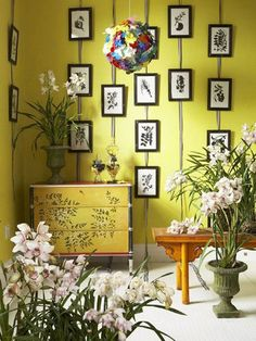 I may really want a yellow room. Hanging frames on ribbon. Secure a strong ribbon/wire/rope (depending on your decor) near the ceiling, and hang the frames on it. Cuts down on pesky holes in the wall. Hanging Frames, Hanging Pictures, Hanging Art, Picture Wall, Picture Frames, Wall Decor Pictures, Diy Frame, Elle Decor, Gallery Wall