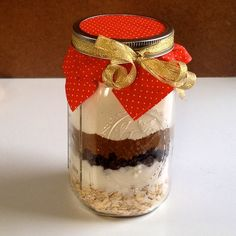 How to Make Mason Jar Cookies: Simple. Easy step by step instructions and photos show you how to make delicious cookies, also a great gift. Choose a flavor