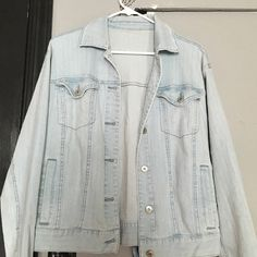 Light Denim Jacket Pretty light blue denim jacket. Doesn't have stains or rips or anything like that. Has inside pockets on both sides to keep your money or phone safe. And 4 pockets in the front. It's a little big on me. Jackets & Coats Jean Jackets