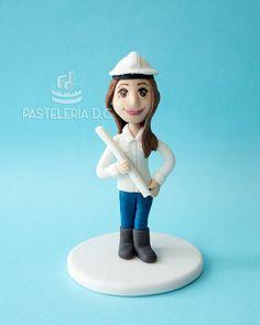 Cake topper de ingeniera civil o arquitecta / Female civil engineer or architect cake topper.