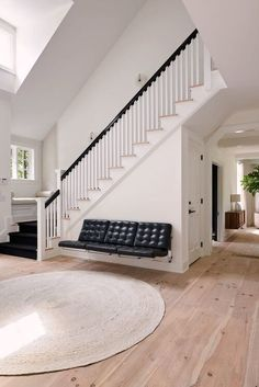 147 the best stairs ideas to interior design your home -page 37 Modern Staircase, Staircase Design, Staircase Ideas, Staircase Makeover, Design Your Home, House Design, Entrance Foyer, Entryway Rug, Entry Bench