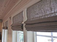 Hus, hytte og hagegleder: DIY liftgardin..... Cabin Curtains, Kitchen Window Curtains, Diy Curtains, Diy Interior, Interior Decorating, Cosy House, Cabin Kitchens, New England Style, Cottage Interiors
