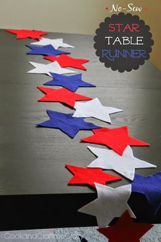 No-Sew Star Table Runner- felt and glue! SO EASY and CUTE!  http://cookandcraftmecrazy.blogspot.com/2014/05/no-sew-star-table-runner.html