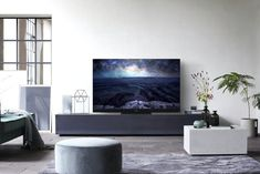 Panasonic HDR OLED TV plays your favorite classic films just as the creators intend 55 Inch Tv Stand, Small Tv Stand, Best Small Tv, Best Tv, 8k Tv, 55 Inch Tvs, Lcd Television, Hollywood Pictures, Impressive Image