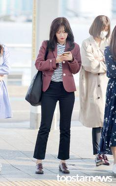 [HD포토] 레드벨벳(Red Velvet) 슬기 '긴 통화의 끝'  #레드벨벳 #Red Velvet #슬기 #인천국제공항
