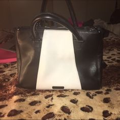 Steve Madden bag!!! Like new Like new!! Comes with cross body strap spacious bag Steve Madden Bags Crossbody Bags