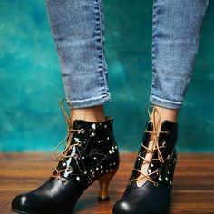 Crazy Shoes, Me Too Shoes, Steampunk Shoes, John Fluevog Shoes, Fly Shoes, She Walks In Beauty, Fall Fashion Trends, Designer Shoes, Fashion Shoes