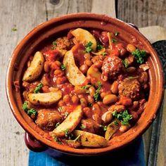 Bonenstoof || oven || olijfolie, ui, gemalen komijn, bruine bonen, tomatenblokjes, gekruide aardappelpartjes, peterselie, (vegetarisch) vlees