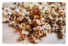 I am OBSESSED with sweet and salty popcorn. No matter what I'm craving it does the job, it's the perfect amount of sweet, the perfect amount. Vegan Recipes, Snack Recipes, Snacks, Gluten Free Popcorn, Clean Eating, Healthy Eating, Feel Good Food, Popcorn Recipes, Recipes From Heaven