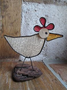 poule fil de fer et vieux papier The Effective Pictures We Offer You About High School eua A quality picture can tell you many things. You can find the most beautiful pictures that can be presented to Bird Crafts, Easter Crafts, Diy And Crafts, Crafts For Kids, Arts And Crafts, Old Paper, Paper Art, School Painting, High School Art