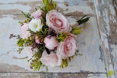 Ramo de novia con rosas rosas y verdes africanos. Mayula Flores