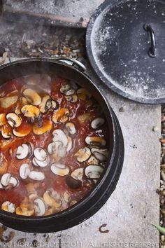Chicken and Chorizo Potjiekos recipe – All 4 Women - Jeanet Barker - African Food Braai Recipes, Wine Recipes, Cooking Recipes, Oven Cooking, Savoury Recipes, South African Recipes, Ethnic Recipes, Kos, Chicken Chorizo