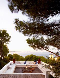 Une terrasse à l'ombre des pins et avec vue sur la mer #terrace