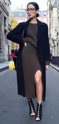 A Ribbed Set With an Appropriate Slit and Tailored Coat