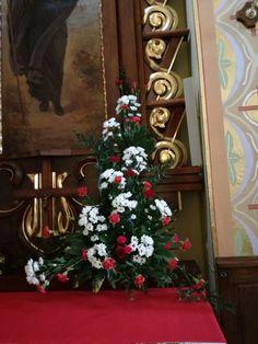 Church Flower Arrangements, Floral Arrangements, Arte Floral, Ikebana, Christmas Tree, Gardening, Holiday Decor, Flowers, Home Decor