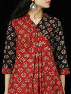 Top outstanding Jhabla styles Kurti and stylish Short frocks designs Dress Neck Designs, Kurti Neck Designs, Kurta Designs Women, Stylish Dress Designs, Kurti Designs Party Wear, Designs For Dresses, Pakistani Dresses Casual, Pakistani Fashion Casual, Pakistani Dress Design