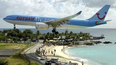 Aeropuerto Internacional Princesa Juliana, San Martín. La pequeñez de muchas islas del Caribe hace que sus pistas de aterrizaj...