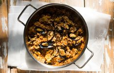 Πανεύκολο μυδοπίλαφο από την Πόλη - Συνταγές - Πιάτα ημέρας | γαστρονόμος Greece Food, Rice Soup, Fish And Seafood, Paella, Pork, Beef, Traditional, Cooking, Ethnic Recipes