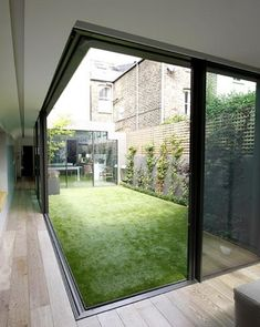 Garden Room House thin framed sliding doors - picture for you Indoor Courtyard, Internal Courtyard, Courtyard House, Indoor Garden, Garden Architecture, Architecture Design, Future House, Sliding Door Systems, Sliding Doors