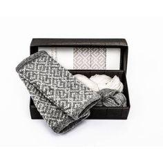 Garn og oppskrift til pulsvanter med latvisk mønster Diy Knitting Kit, Moderne Outfits, Dark Autumn, Learn How To Knit, Mittens Pattern, Needles Sizes, Fingerless Gloves, Color Patterns, Twilight