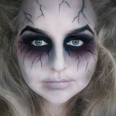 This make up shows good blending techniques and really emphasize the eye. The bruse is good to give that spooky mood. Now YOU Can Create Mind-Blowing Artistic Images With Top Secret Photography Tutori (Make Up Secrets Beauty Tricks)