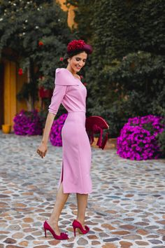 Look invitada boda kate middleton vestido rosa diadema comunion bautizo Kate Middleton, Royal Clothing, Royal Dresses, The Chic, Contemporary Fashion, Classy Dress, Wedding Styles, Going Out, High Neck Dress