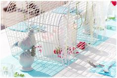 Vogelkäfig als Leuchter http://wohngeschichten-von-k.blogspot.de/2013/08/geburtstag-feiern-im-farbenfrohen.html