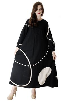 Fantastic vintage Marimekko dress by designer Pentti Rinta with label dated 1976 A-line maxi shape, great bl/wht abstract print, very rare and unique! Full zipper back. Black Women Fashion, White Fashion, Womens Fashion, Cheap Fashion, Vintage Dresses, Vintage Outfits, Vintage Fashion, Marimekko Dress, Tent Dress