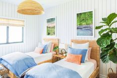 Gray Malin shares the newly styled guest bedroom in his home with Hawaiian home decor and his new wallpaper. Twin Beds Guest Room, Dining Room Design, Coastal Room, Guest Bedroom, Bedroom Decor, Home, Guest Bedrooms, Hawaiian Home Decor, Coastal Bedrooms