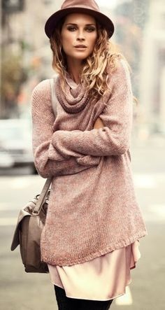 RUNWAY+FASHION:+Cozy+Sweater+With+Cute+Hat+And+Handbag
