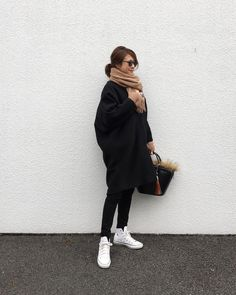 Source by pattikitamura fashion asian Milan Fashion Weeks, New York Fashion, Daily Fashion, Fashion Tips, New York Winter Outfit, Winter Layering Outfits, Skirt And Sneakers, Tokyo Fashion, Converse