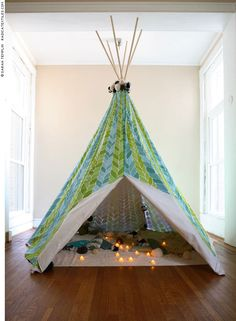 Who doesn't love a teepee or indoor tent? It can be a cozy place to cuddle up for a romantic rendezvous, a fun place for small friends to share stories, giggles. Bougie Led, Crafts For Kids, Diy Crafts, Decoration, Playroom, Bedroom Decor, Bedroom Ideas, Bedroom Inspiration, Garden Inspiration