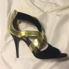 🍃August Sale🍃 Guess Black & Gold Heels Like new condition. Zip back. With some stretch. Little to no signs of wear. Very comfortable. Gold Heels, Shoes Heels, Guess Bags, 2 Inch Heels, Fashion Design, Fashion Tips, Fashion Trends, Kitten Heels, Buy And Sell