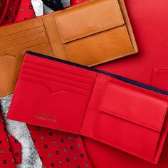 Bifold wallet by ANTORINI. For men in fashion, Men's style tips and Dappermen . Crea Cuir, Luxury Gifts For Men, Best Wallet, Handmade Leather Wallet, Leather Laptop Bag, Dapper Men, Latest Mens Fashion, Leather Men, Men's Wallets
