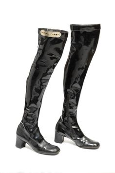 Boots Pierre Cardin, 1966-1969 The Victoria & Albert Museum late 60s black patent leather go go boots knee low heel iconic mod vintage fashion style