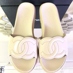 988927c25666 Chanel Beige Leather Cc Logo Patent Slides Flip Flops 37 Sandals Size US 7  Regular (M