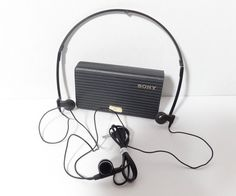 VINTAGE COLLECTOR SONY MDR-A40 WALKMAN DYNAMIC STEREO HEADPHONES w/ORIGINAL CASE