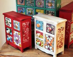 cacharros pintados - Buscar con Google Painted Wooden Boxes, Hand Painted Furniture, Upcycled Furniture, Home Decor Furniture, Furniture Makeover, Home Crafts, Diy And Crafts, Jewelry Box Makeover, Painted Cupboards