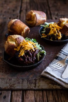 Crockpot BBQ Beer Pulled Chicken with Cheddar Corn Popovers: My new favorite crockpot dinner! Pork Recipes, Slow Cooker Recipes, Crockpot Recipes, Chicken Recipes, Cooking Recipes, Recipies, Crockpot Dishes, Crock Pot Cooking, Crock Pots