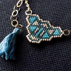 Le pendentif en perles tissées d'un peu plus près. #miyuki #miyukidelica #beads…