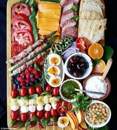 Craze sweeps social media for artistic cheese and charcuterie plates - - Zoey M. Craze sweeps social media for artistic cheese and charcuterie plates - - Charcuterie Plate, Charcuterie And Cheese Board, Cheese Boards, Cooking Recipes, Healthy Recipes, Snacks Recipes, Detox Recipes, Cheese Platters, Appetisers