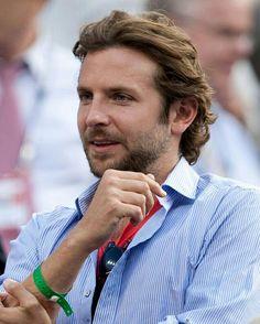 Bradley Cooper, Gorgeous Eyes, Beautiful Men, Medium Hair Styles, Long Hair Styles, Hollywood Actor, Great Hair, Movie Stars, Sexy Men