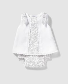 Faldón de Recién Nacido Dulces con estampado de flores New Baby Dress, Baby Summer Dresses, Frocks For Girls, Kids Frocks, Baby Clothes Patterns, Baby Kids Clothes, Baby Boy Outfits, Kids Outfits, Baby Frocks Designs