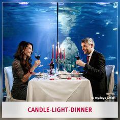 Candle-Light-Dinner: Hast Du schon einmal ein Dinner unter Wasser erlebt? Dieses und viele weitere Candle-Light-Dinner Erlebnisse findest Du in unserem mydays Shop.