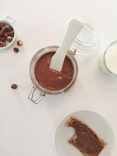 Hjemmelaget sjokoladepålegg — FAMILIEMAT Chocolate Fondue, Scandinavian, Cookies, Desserts, Jul Diy, Elsa, Places, Noel, Biscuits