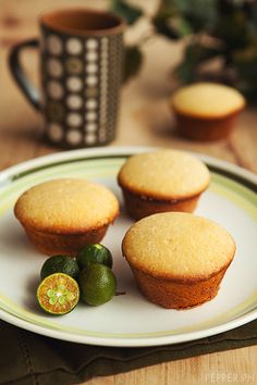 Food Hack: Boracay's Real Coffee Calamansi Muffins. Just gotta wait for my calamansi fruits to grow and ripen! Filipino Desserts, Filipino Recipes, Filipino Food, Dessert Drinks, Dessert Recipes, Calamansi, Grilled Seafood, Pinoy Food, Muffin Recipes