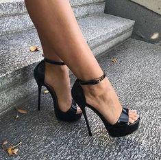 Black Strappy High Heels, Hot High Heels, Sexy Heels, Stiletto Heels, Miyagi, Sexy Stiefel, Ballet Heels, Pantyhose Heels, Gorgeous Heels