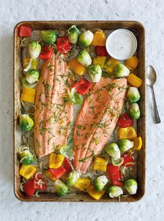 Ricardo& recipe: Baked Trout with Roasted Vegetables Baked Trout, Baked Fish, Baked Salmon, Roasted Vegetable Recipes, Roasted Vegetables, Trout Recipes, Seafood Recipes, Healthy Baking, Healthy Recipes