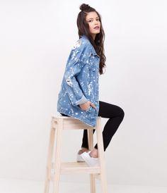 Jaqueta jeans maravilhosa da Renner! Com uma vibe oversized, manchada, pintada, rasgada